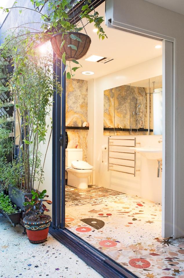 12_Bathroom2