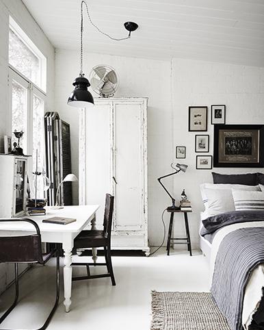 WHITE-ROOM6576