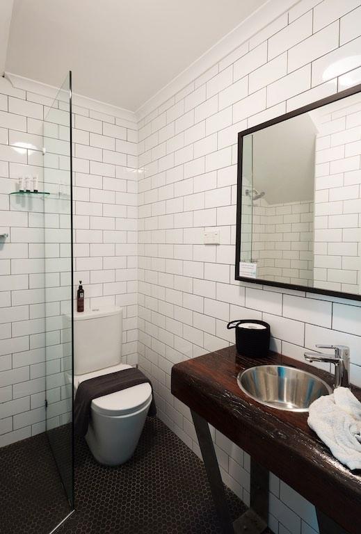 Rockstar-Villa-interior-batchroom-4